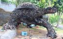 Гигантская черепаха из промышленного мусора и лома