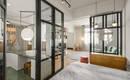 Оригинальная прозрачная квартира со стеклянными перегородками
