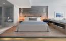 Идея для спальни: кровать на платформе со скрытым освещением