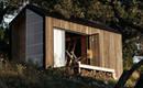 Крошечный дом 15 кв. М воссоединяет жильцов с природой
