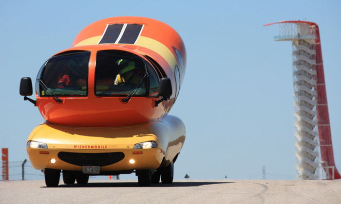Oscar Mayer Wienermobile. Источник фото: Airbnb