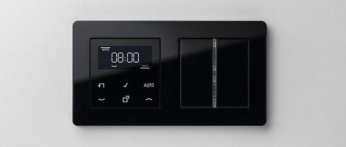Стандартный таймер с дисплеем в рамке серии A flow белого цвета