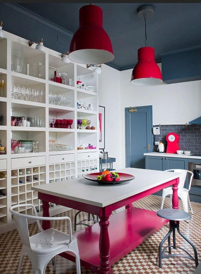 Яркие цвета в московской квартире. Фото: bhd-studio.ru