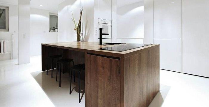 Скрытая в шкафу кухня. Фото: студия Maka Architects