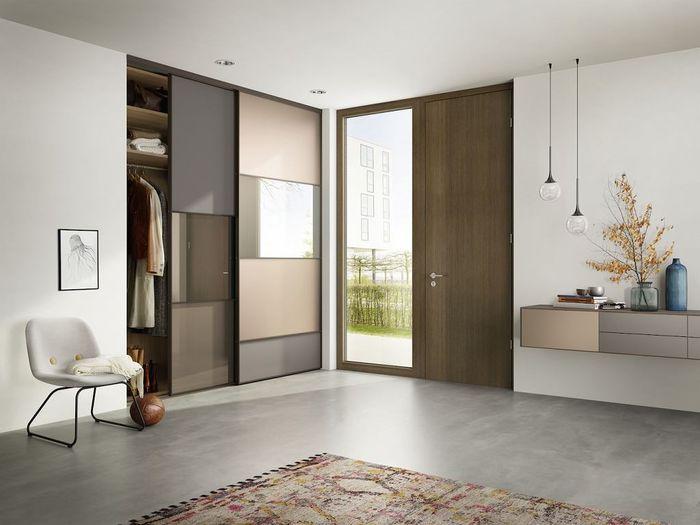 Продуманный интерьер холла увеличивает функциональность дома. Источник фото: Raumplus