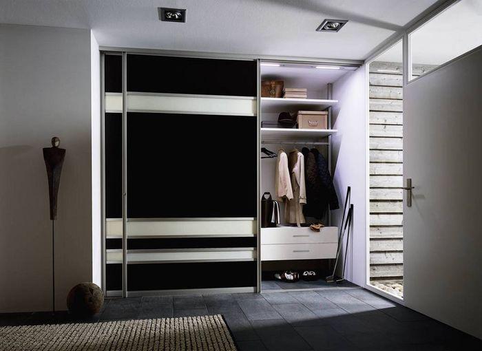 Просторный гардероб в прихожей. Источник фото: Raumplus