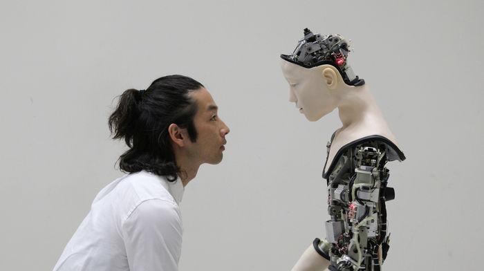 Justine Emard, основанная на совместном существовании (ИИ), представляет собой интерфейс между данными и движением человека.