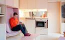Самый маленький дом Лондона с адаптируемой фанерной мебелью