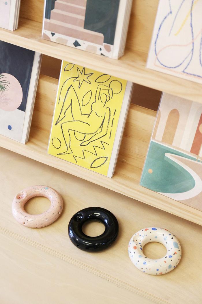 Забавные трубки в форме пончиков от дизайнера John Quick. Фото: Kelsey Heinze