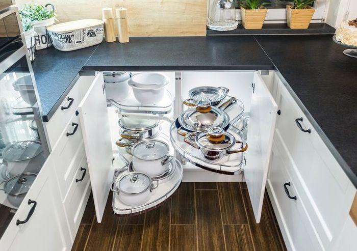 Кухня в стиле буквы «U». Фото:  Max Kitchens
