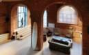 Уют и простор: впечатляющий лофт на месте старого гаража