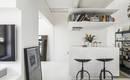 Черным по белому: миниатюрная, но двухэтажная квартира
