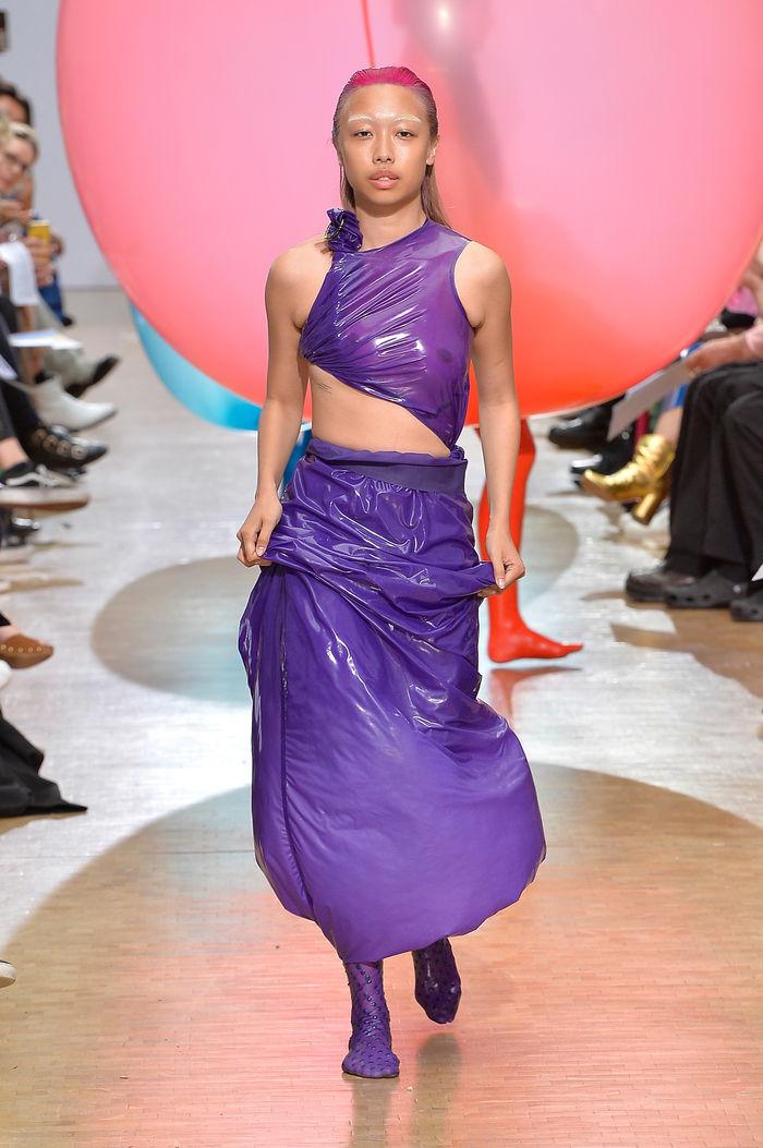 Одежда из воздушных шаров. Дизайн и фото:  Fredrik Tjærandsen