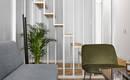 Дерево + зелень: современная квартира с удачной планировкой