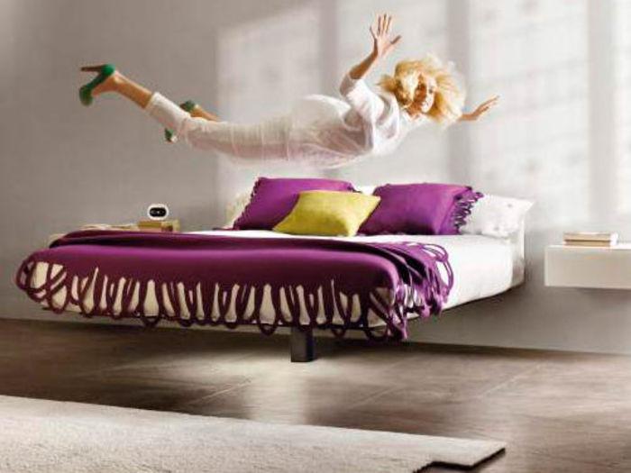 Кровать на одной опоре Fluttua. Дизайнер Даниэле Лаго (Daniele Lago)
