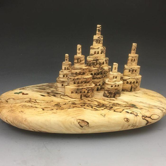 Скульптура из дерева. Скульптор: Uli Kirchler