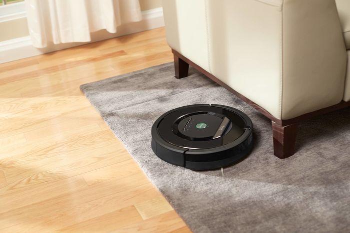 Автоматический робот пылесос IROBOT Roomba e5