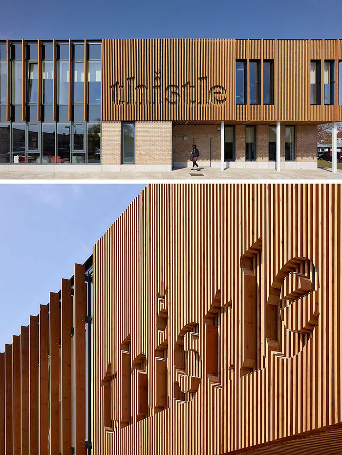 3DReid разработал логотип на внешней стороне Thistle Foundation Health & Wellbeing Centre. Фото: Cadzow-Pelosi.