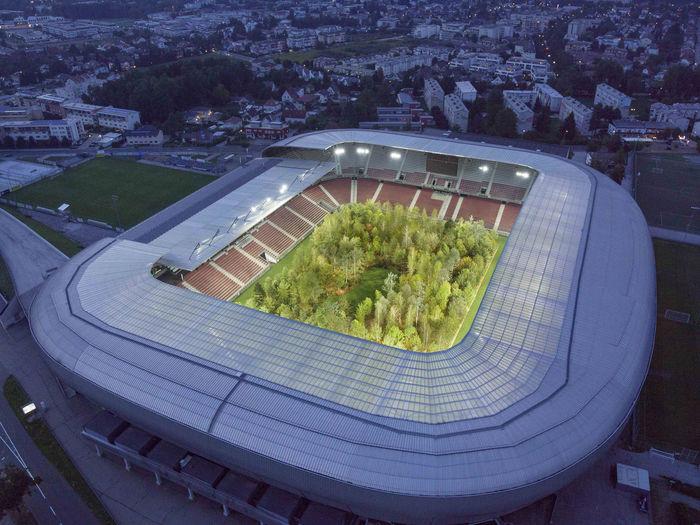 Лес на стадионе Wörthersee. Дизайнер: Gerhard Maurer. Фото: Unimo