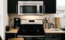 Красота и порядок: недорогие идеи хранения в компактной кухне
