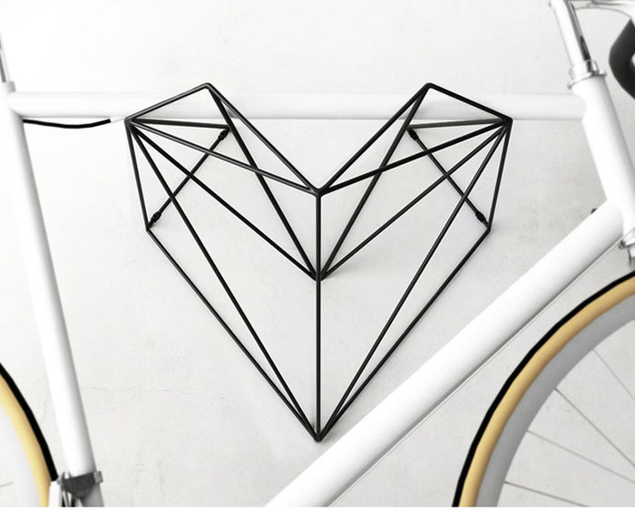 Велосипедная стойка Heart. Дизайн и фото: компания Hang Bike