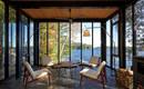Покой и умиротворение в лодочном домике у озера