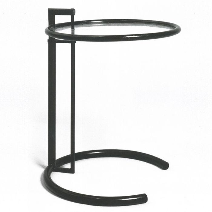 Прикроватный столик. Сталь, лак, столешница из прозрачного ацетата целлюлозы. 1926-1929, вилла Е 1027. Э. Высота столешницы регулируется.