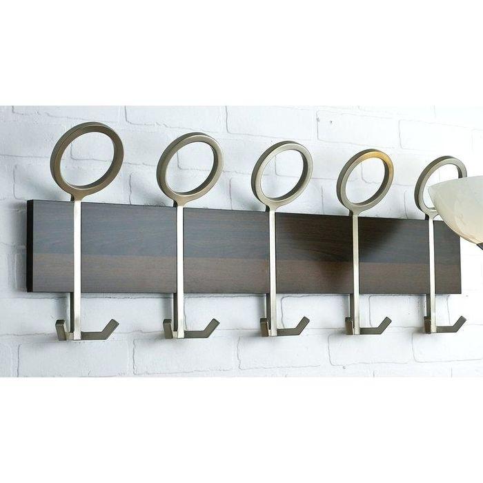 Настенная квадратная вешалка для одежды из слоновой кости и металла. Дизайн середины прошлого века.