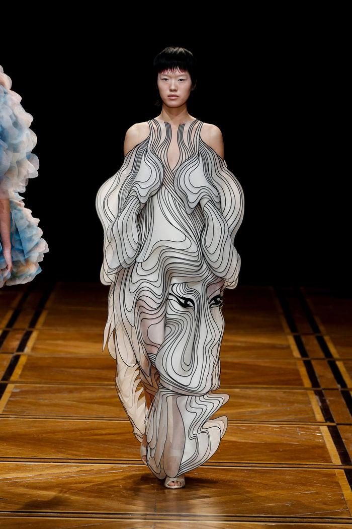 Коллекция Shift Souls. Голландский дизайнер одежды Iris Van Herpen. Фото: Filippo Fior