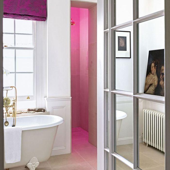 Розовый в ванной. Фото: Paul Raeside