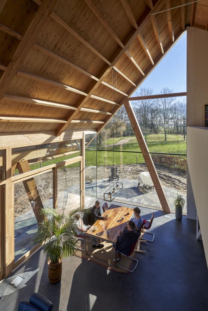 Дом в бывшем амбаре. Архитектура: RV Architecture. Фото: © René de Wit