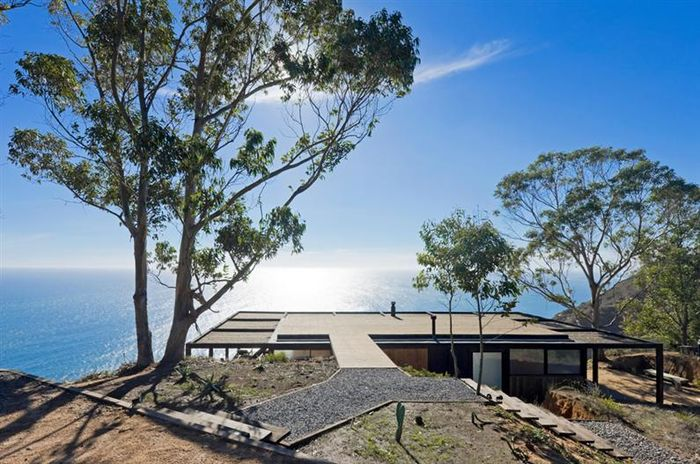 Дом над скалами. Дизайн: WMR Arquitectos. Фото: Sergio Pirrone и Felipe Cantillana