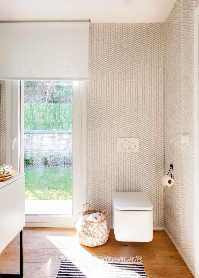 Черно-белая ванная. Фото и проект компании Pipi & deCo