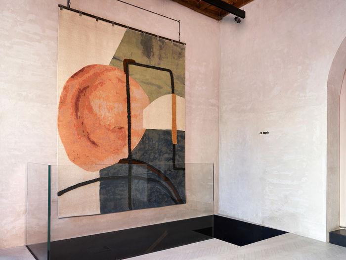 Коллекция ковров Doodles от Faye Toogood, в салоне Cc-tapis Milan. Фото: Omar Sartor