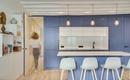 Голубой цвет лег в основу новой современной кухни