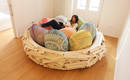 Гигантское птичье гнездо с мягкими подушками вместо яиц