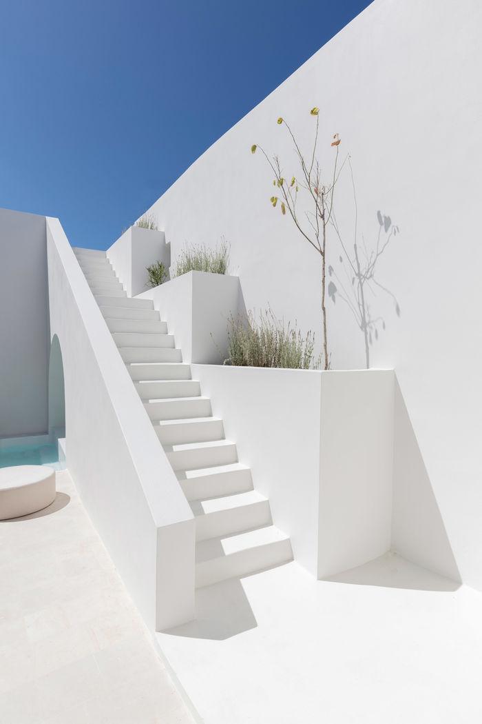 Пещеры превращены в домики. Дизайн и фото: Студия Kapsimalis Architects