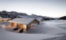 Живописное альпийское шале в условиях высокогорья