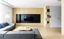 Современная квартира с многочисленной встроенной мебелью