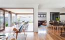 5 преимуществ дома с внутренней и наружной гостиной