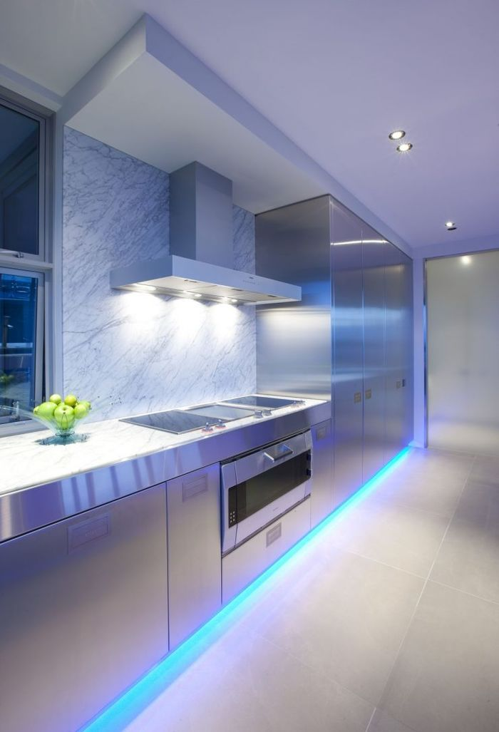 Источник фото: https://decorpro.blog/2018/03/03/everything-about-this-kitchen-is-stainless-steel/