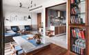 Бетон, голубая плитка и древесина тика в индийской квартире