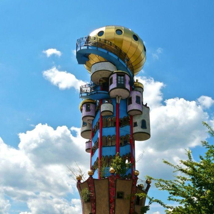 Фрагмент башни Хундертвассера в Абенсберге