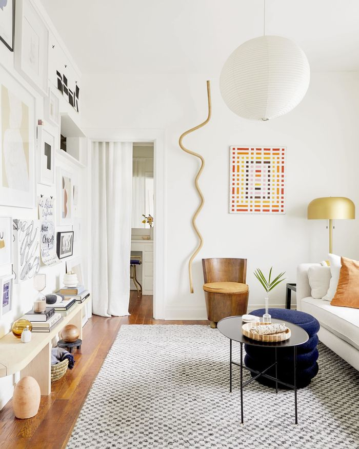 Источник фото: https://stylebyemilyhenderson.com/blog/makeover-takeover-jess-long-awaited-small-space-living-room-reveal