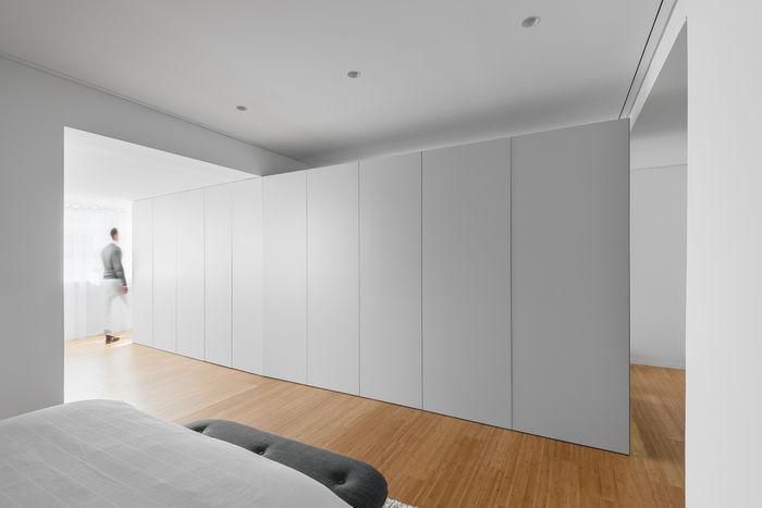 Универсальное пространство – квартира с одним окном. Фото: © do mal o menos
