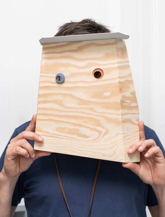 Маски на выставке Masters of Disguise в Seeds