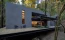 Великолепный дом в лесу из вулканической породы
