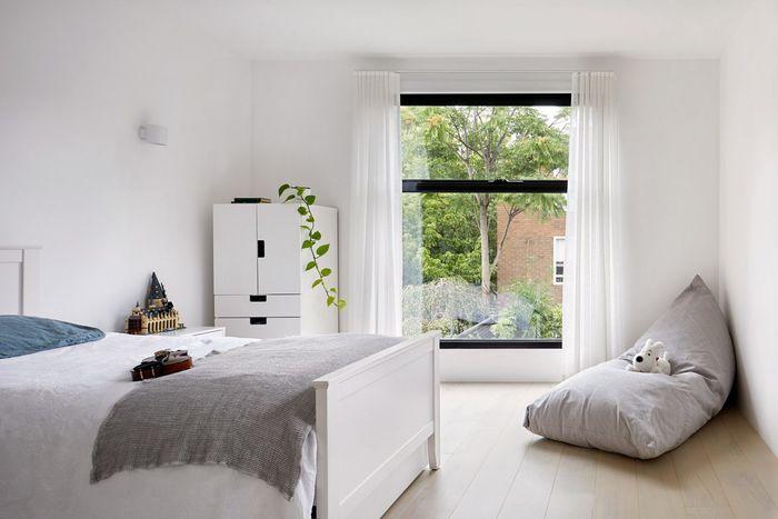 Черный дом с белыми интерьерами. Фото: Tatjana Plitt