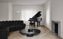 Черная мебель в белом интерьере – ошеломляющая квартира в Канаде