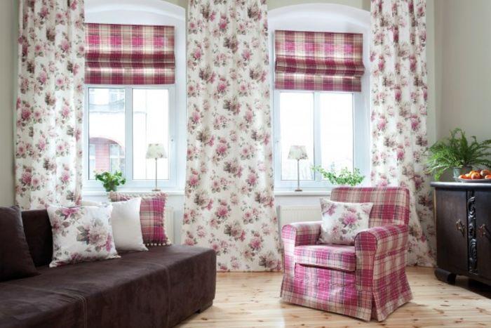 Римские шторы в жилой комнате